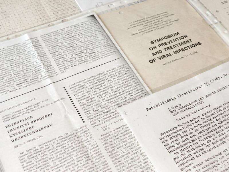 Diverse publications on the immunostimulant deoxycholic acid